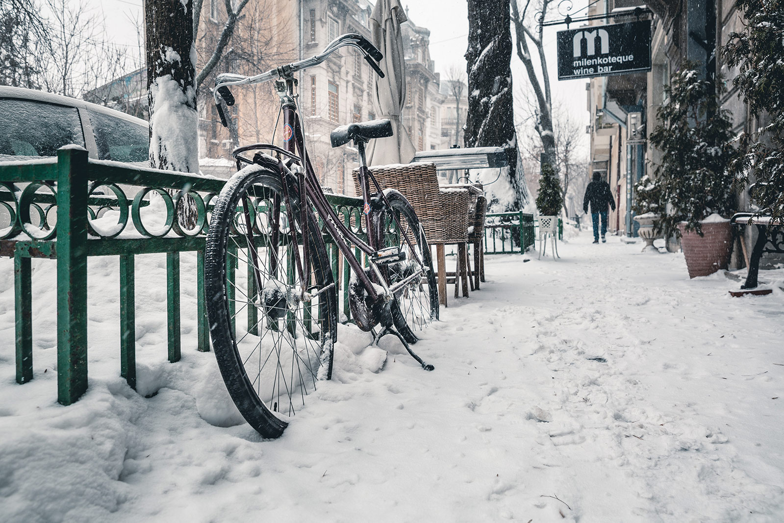 a bike outside in the snow